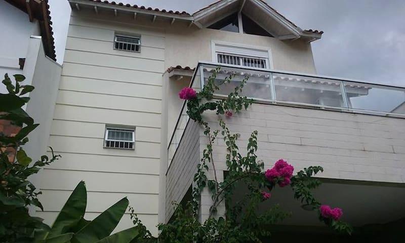 Quarto suite na Zona Sul de Porto Alegre - Porto Alegre - House