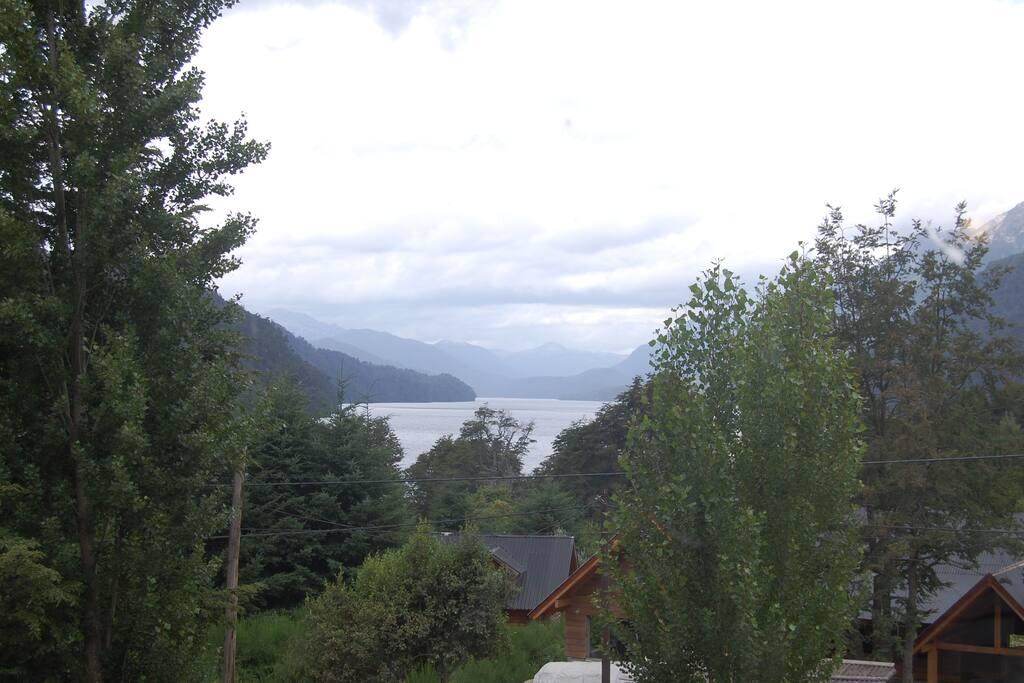 Vista parcial Lago Correntoso y Cerro Belvedere desde Dormitorios 1 y 2 (PA) y Living (PB)