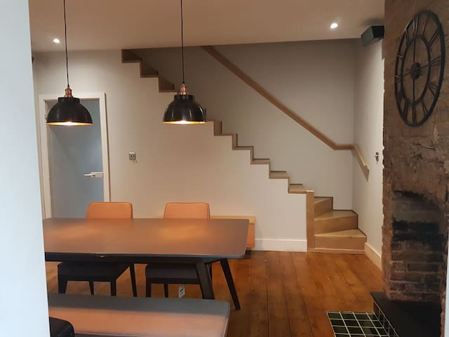 Beautifully Renovated 2 King Bedrooms House