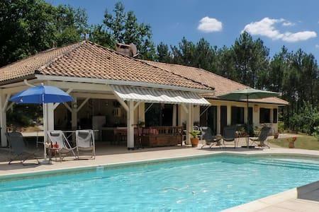 Villa Melhenga, piscine chauffée et couverte, parc - Brageirac - Casa de camp