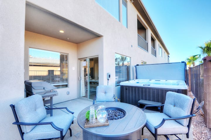 Zions Poolside Retreat | Private Hot Tub and Near Community Pool