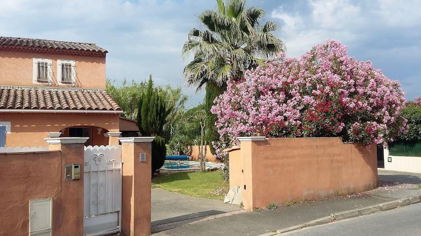 Maison provençale de 95m2 avec piscine - La Motte