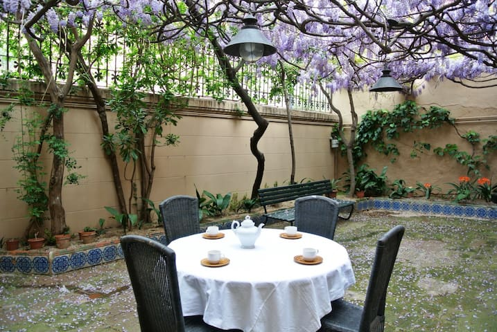 HomeHolidaysRentals Historic House-Costa Barcelona