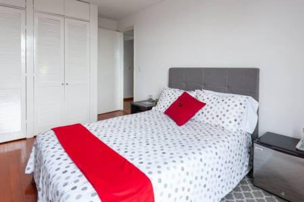 Sweet dreams on our comfy, cozy double bed! - ¡Dulces sueños en nuestra cómoda y acogedora cama matrimonial!