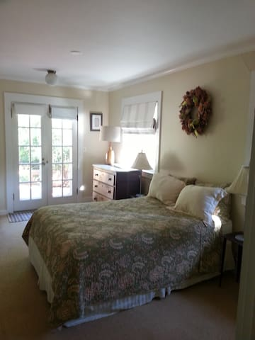 Private Room & Bath in Quaint Bungalow - San Anselmo - House