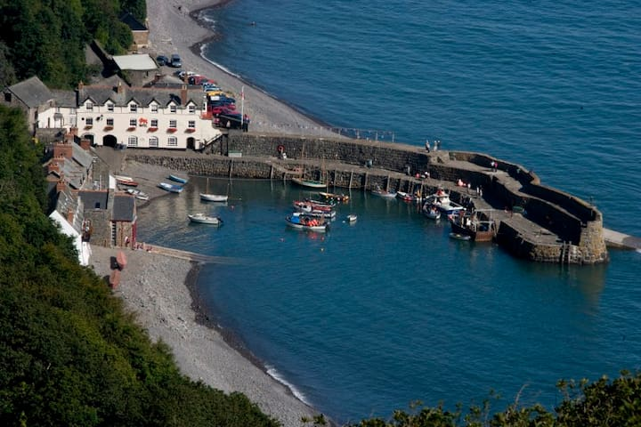 Clovelly Ideal Location
