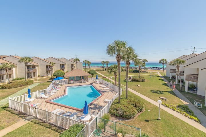 Gulf Views☀2 Balconies☀Pool☀Beach Directly across the Street☀Blue Surf 17B