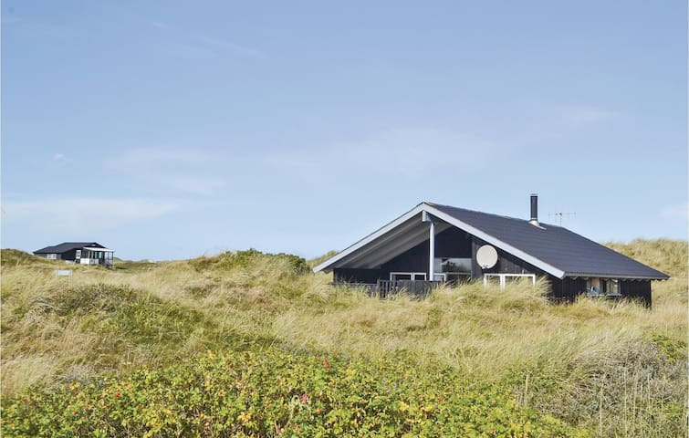 Holiday cottage with 3 bedrooms on 74m² in Hvide Sande