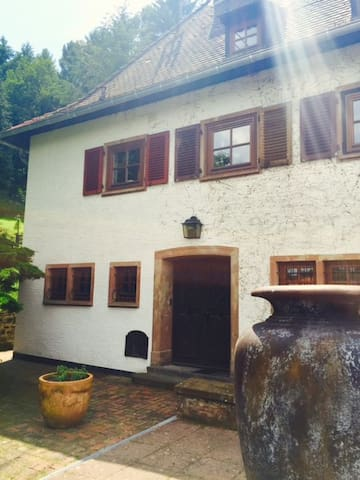 Room N°2 with charm in a design county house - Großrosseln - Hus