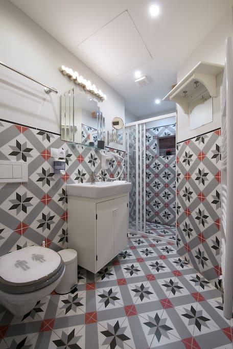 Bathroom with shower corner, renovated 2016