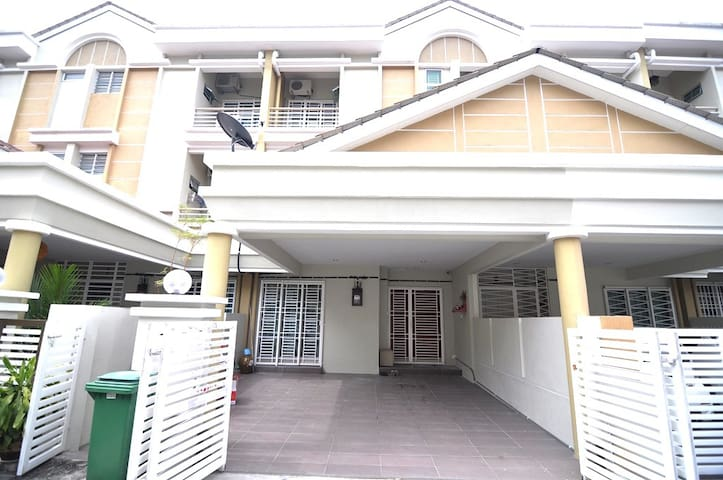 3storey8Room5Bath LandedStay SPice SUPER VALUE - Bayan Lepas - Haus