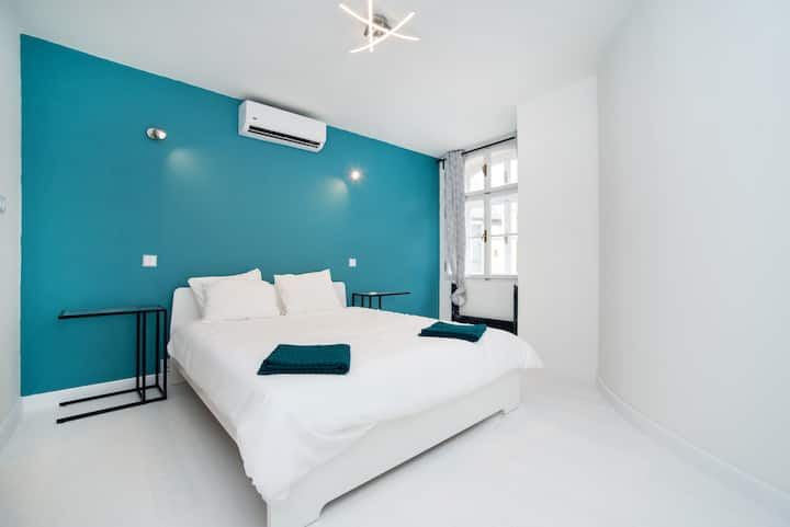 Old Town 1 Bedroom Oasis with AC and Double Shower