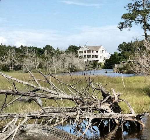 Beach house with pool on canal - Sneads Ferry - Casa