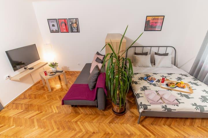 Apartment 88 - Self Check-in/out - Espresso