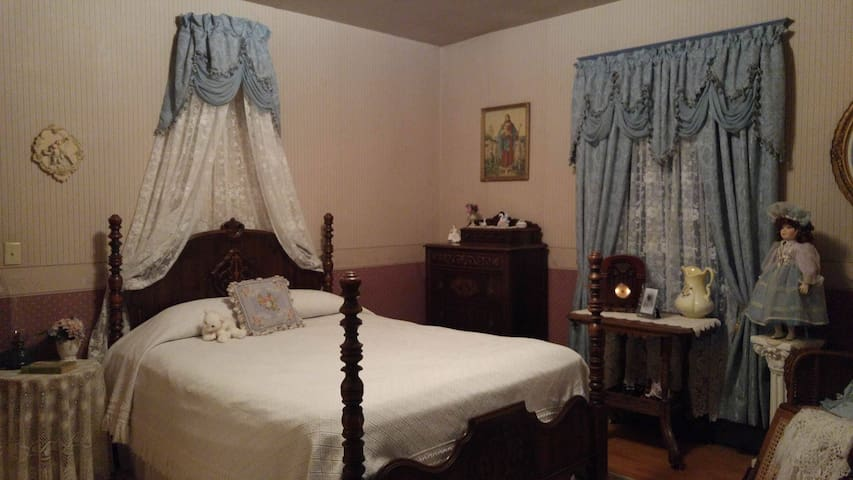 Helen's Room - The Gilbert Mansion