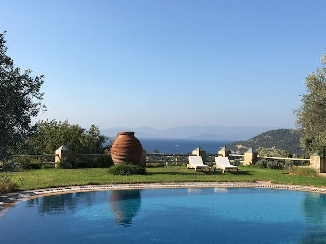 Historical Stonemason House w/ Shared Pool - Golturkbuku - Vila
