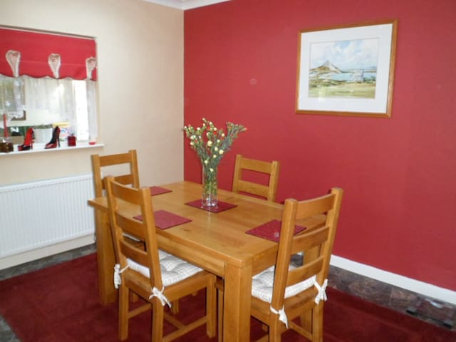 Private room in our family home ! - Saint Austell