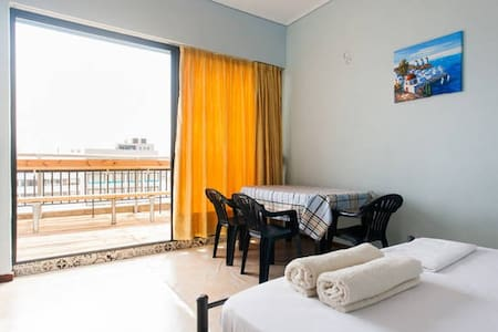 1^ ROOM WITH BALCONY & ACROPOLIS VIEW - Athina - Wohnung