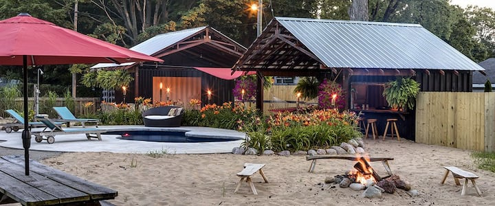 Private Paradise! Saltwater pool, tiki bar, more!