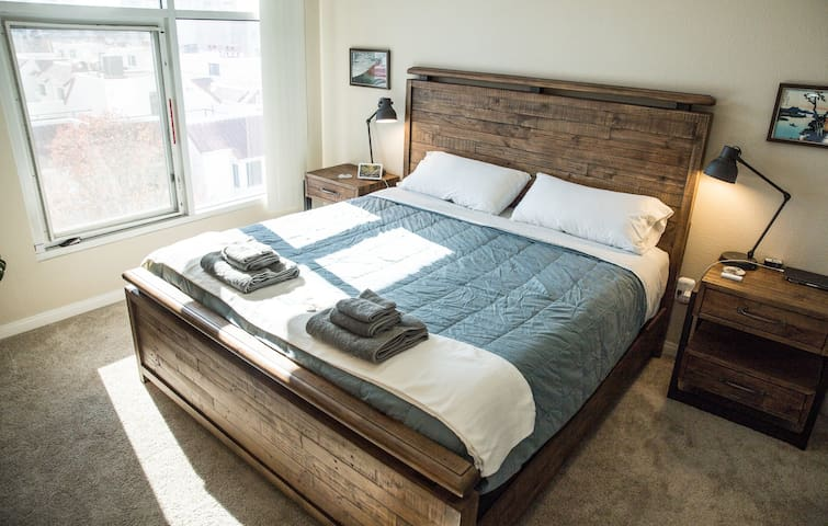 DOWNTOWN/CONVENTION King Bed+Bath Walk Everywhere!