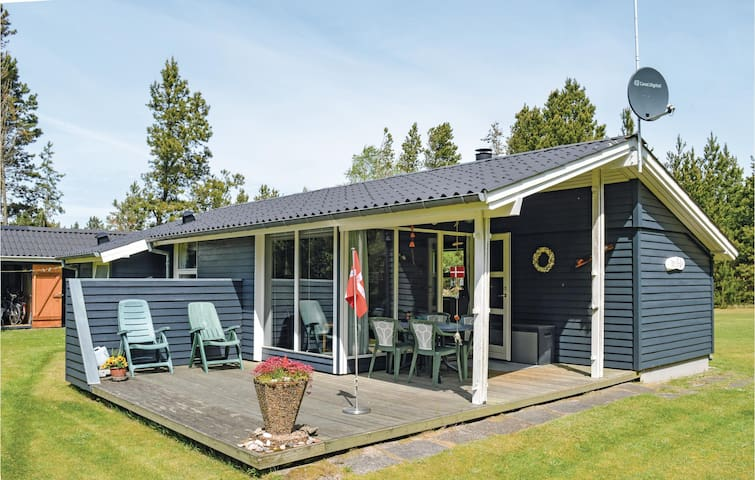 Holiday cottage with 2 bedrooms on 47m² in Strandby
