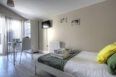 B3 Studio Apartment in London