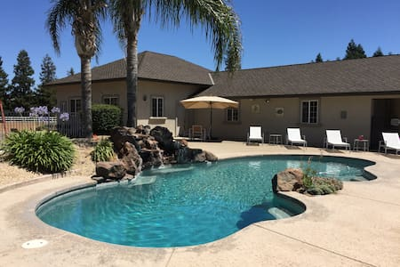 Large Close-In Country Home w/Pool. Private Resort - Elk Grove - Casa