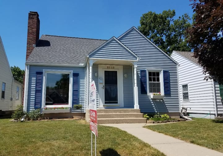 Cozy Bungalow - 3 Miles from Notre Dame! ♧