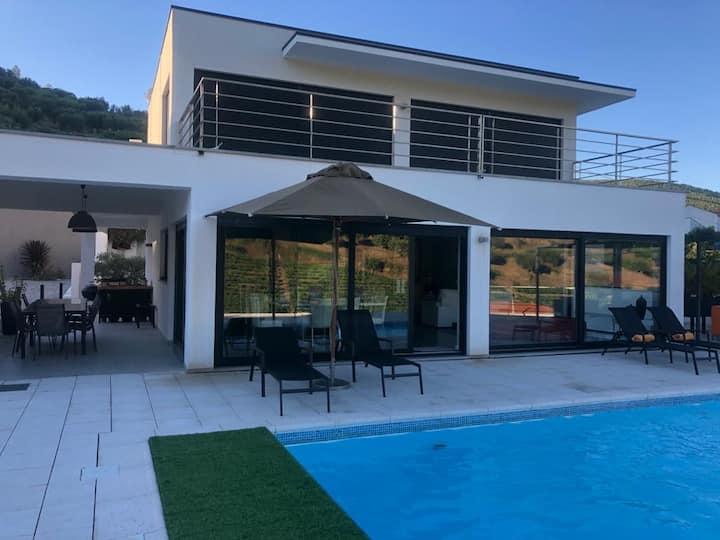 ★ ★ Maison d'architecte avec vue et piscine