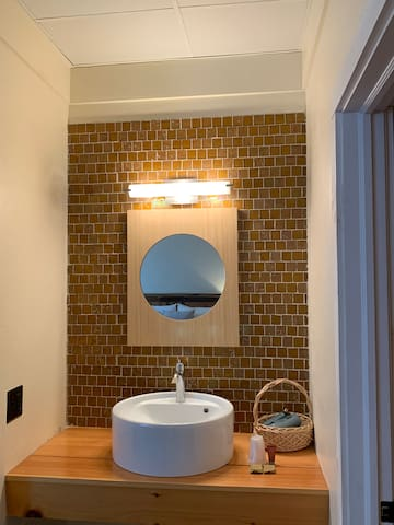 King Room with Private Bath - The Trailside Inn
