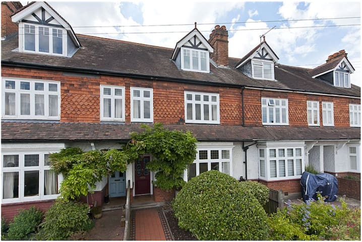 Beautiful Period Property close to River Thames