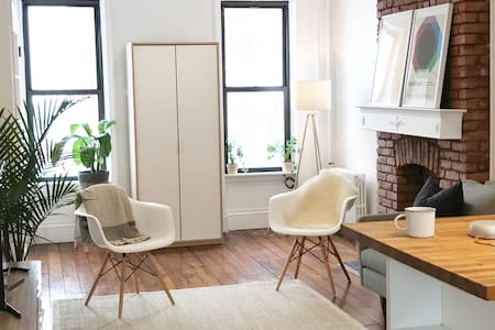 Cozy Sun-filled Private Floor in Brownstone - Brooklyn - Townhouse