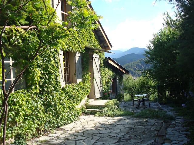 Villa de charme dans village calme avec jardin - Draix - House