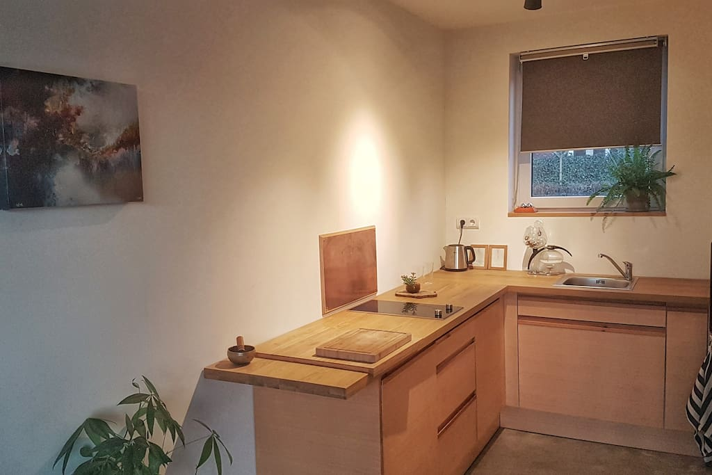 brand new kitchen with Stove, fridge, toaster, water cooker/kettle and Makineta coffee maker.