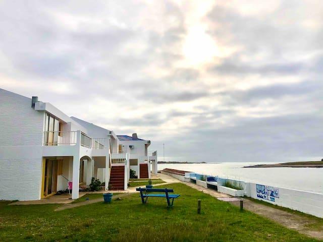 Apartamento con vista al mar y a pasos del centro.