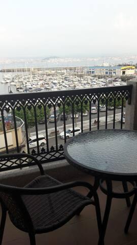 Una terraza con vistas al puerto // Nice views over the port form the terrace