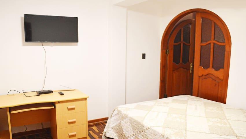 Room #1 - A 15' del Aeropuerto- B&B-