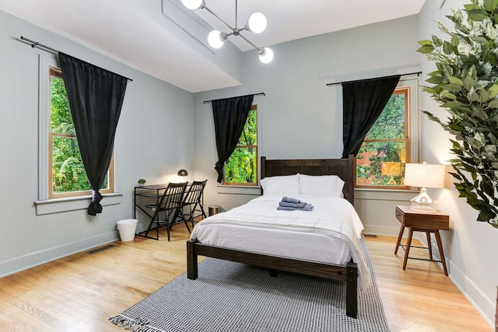 Spacious Living in the Heart of Capitol Hill