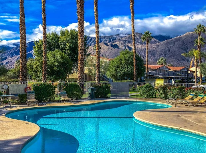 Country club condo with patio, private gas grill, and shared pools and hot tubs!