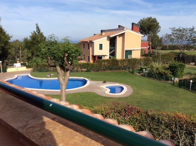 Preciosa casa con piscina en Club Golf Bonmont