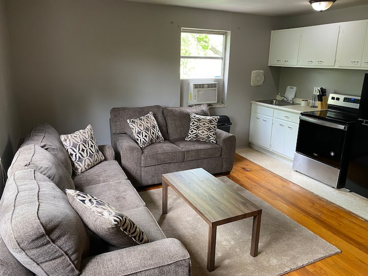 Trendy & Cheap Private Apartment w/Free Parking