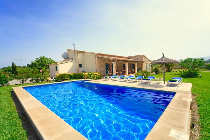 Catalunya Casas: Charming Villa Pera within walking distance to Mallorca beaches