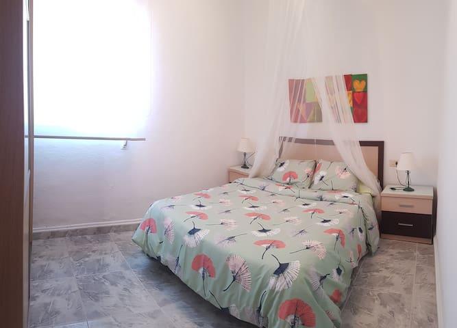 2 habitación con cama de matrimonio
