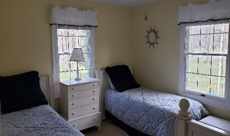 4 twin beds