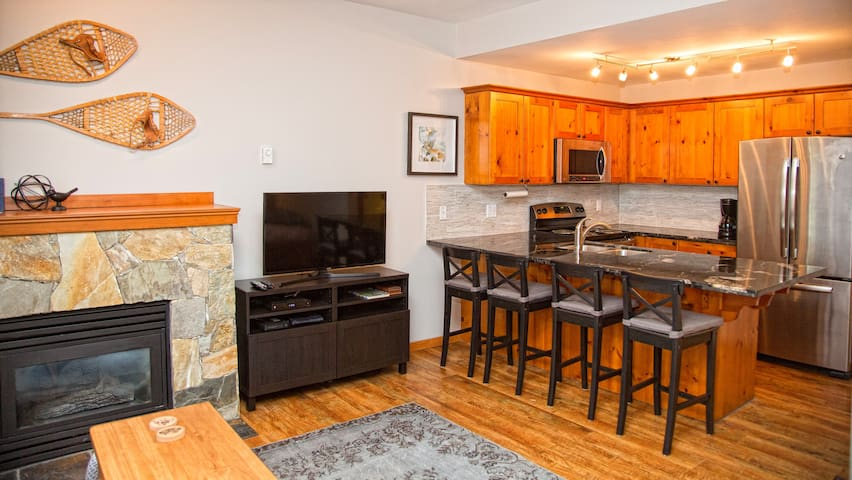 North Village studio w/kitchen & Hot-tub