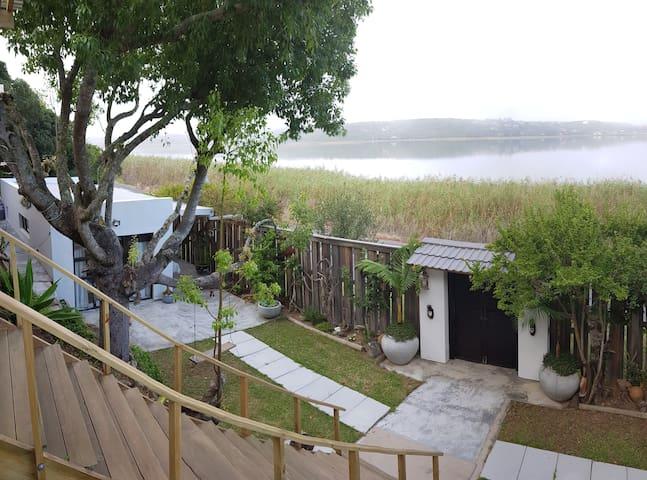 ST' ISLE - On The Lake