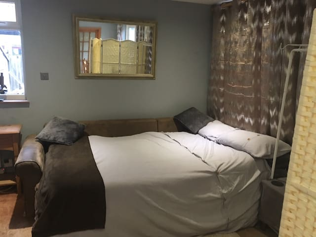 Double bedroom with private dining and lounge