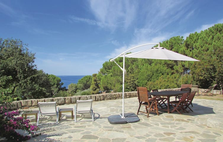 Holiday cottage with 2 bedrooms on 70m² in Calcatoggio