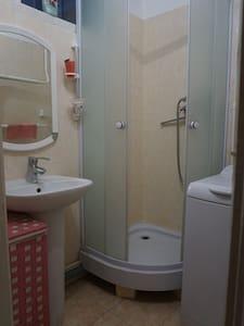 Lenin Street Hostel-DOUBLE PRIVATE Room WiFi, TV - Tiraspol