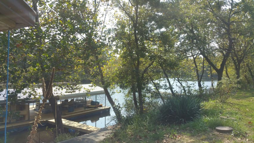 Lake Retreat! It's close & with comforts of home!